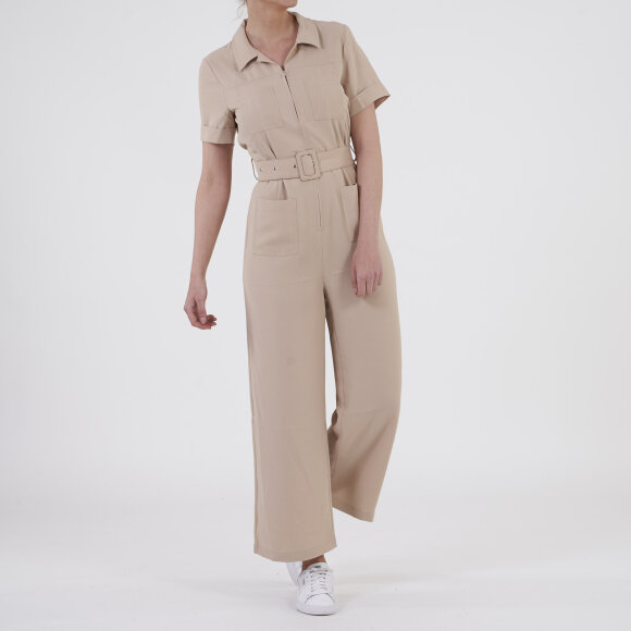 moves by minimum Trivo jumpsuit fra kingsqueens.dk