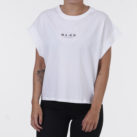 na-kd Logo cropped boxy t-shirt fra kingsqueens.dk