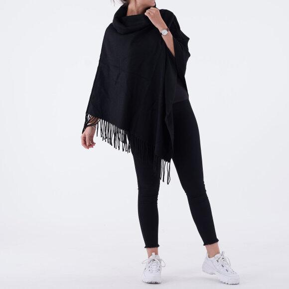 object – Objmarilyn wool poncho fra kingsqueens.dk