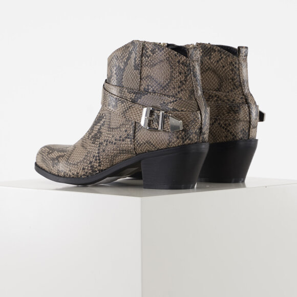 Pieces - Pshinlee boot