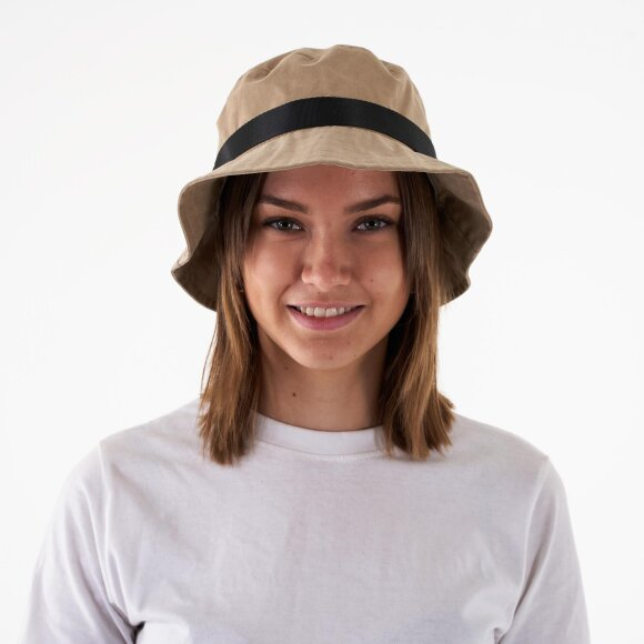 Pcnilly bucket hat fra pieces fra kingsqueens.dk