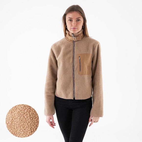 object – Objadina fluffy jackey på kingsqueens.dk