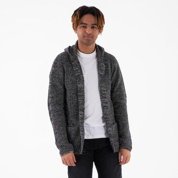 Cabe knit fra rebel på kingsqueens.dk