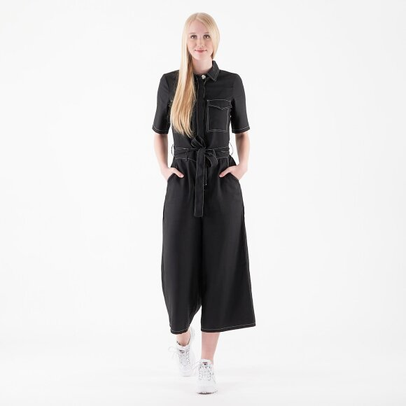 object – Objmarika s/s jumpsuit fra kingsqueens.dk