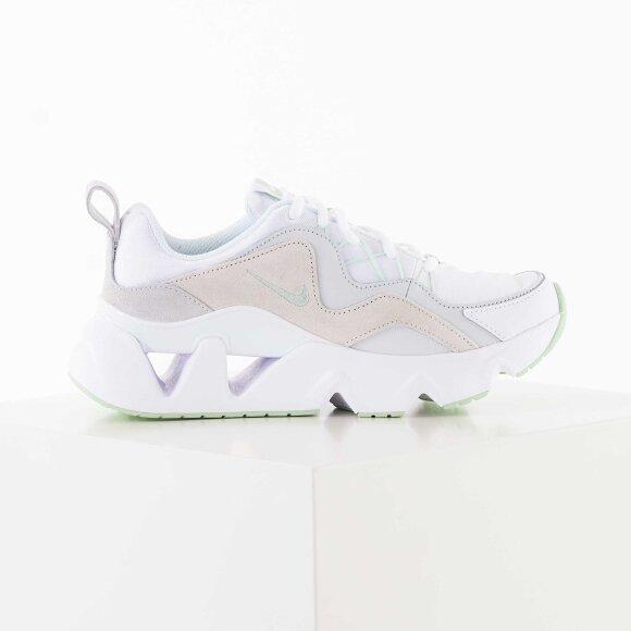 Nike Ryz 365 white and green sneakers
