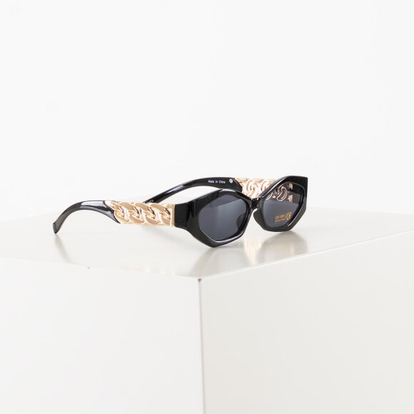 Image of   Chain temple detailed sunglass