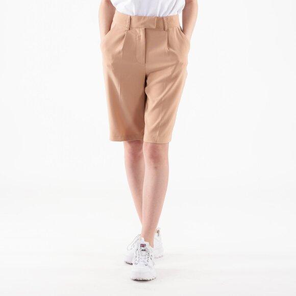 na-kd – Pleated shorts på kingsqueens.dk