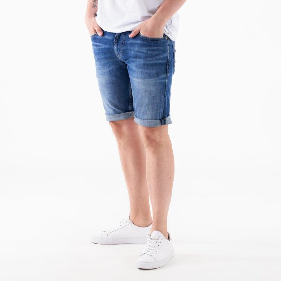 Ronnie relaxed short dvmd