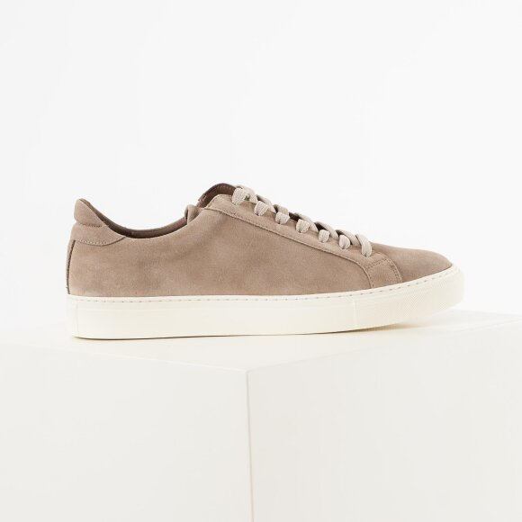 Type - earth / off white suede